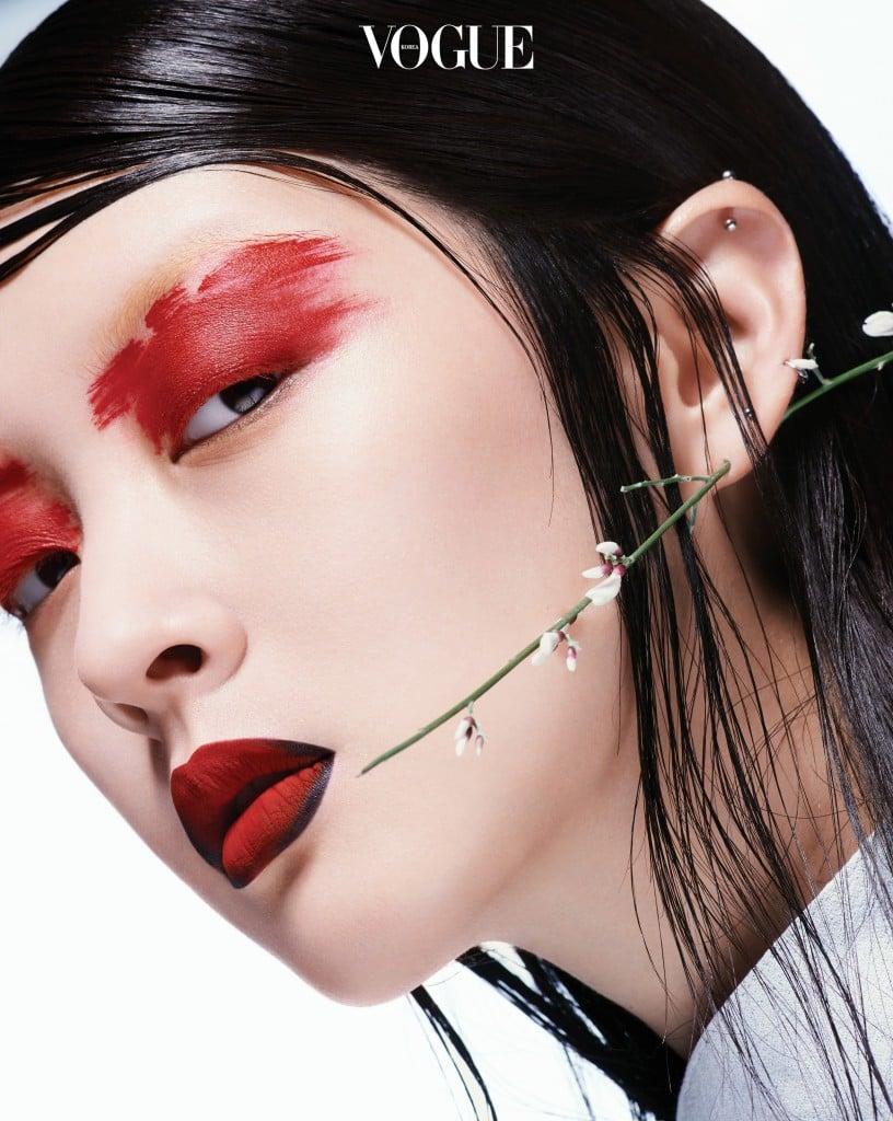 Emotion물기 어린 눈가 혹은 노기가 서린 눈동자에서 느껴지는 붉은 기운. 당신의 혈관은 감정적이다.