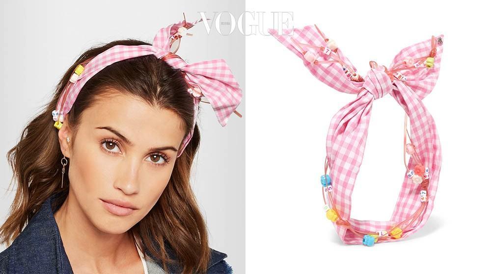 핑크 깅엄 원단에 스쿠비두 비즈를 장식했다. 스카프, 머리끈으로도 활용할 수 있는 칼리 헤드밴드. 네타포르테(net-a-porter.com).