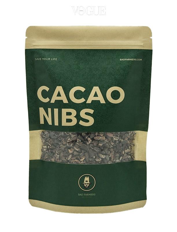 배드파머스 '카카오 닙스', 가격 1만원대. 초콜릿의 원료가 되는 카카오빈을 발효, 건조한 뒤 껍질을 분리하고 잘게 부수어 놓은 것이 '카카오 닙스'! 녹차 속에 들어있는 '카테킨'의 약 200배에 해당하는 양이 함유되어 있어, 혈관을 깨끗하게 하거나, 면역력을 상승시켜 준답니다. 우유나 요거트에 넣어 먹거나, 차로 즐길 수 있습니다.