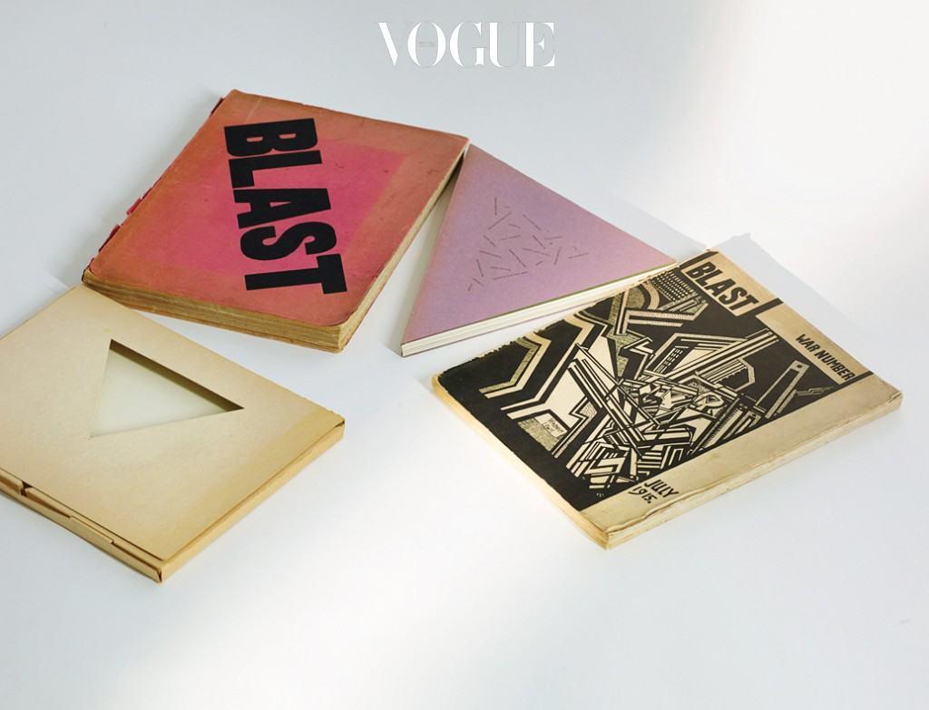 영국의 화가이자 소설가 윈덤 루이스(Wyndham Lewis)의 중요한 보티시스트(소용돌이파 지지자) 잡지 와 리처드 터틀(Richard Tuttle)의 삼각형 책들.