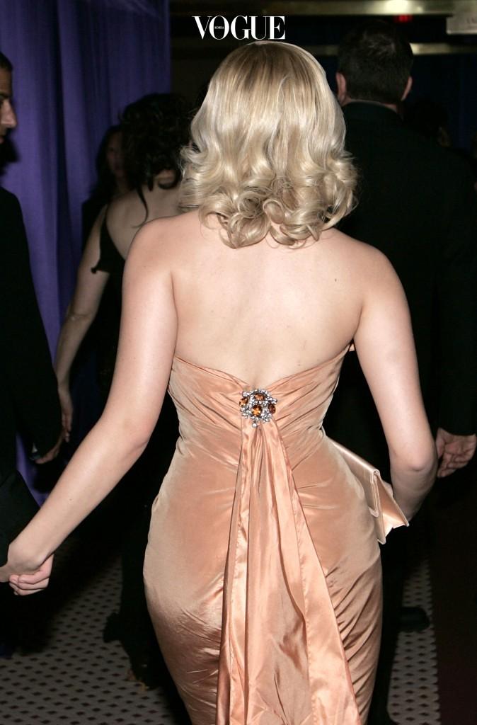 허리에서 엉덩이, 허벅지로 이어지는 라인, 통틀어 '골반'이라 칭하는 그곳 말입니다.