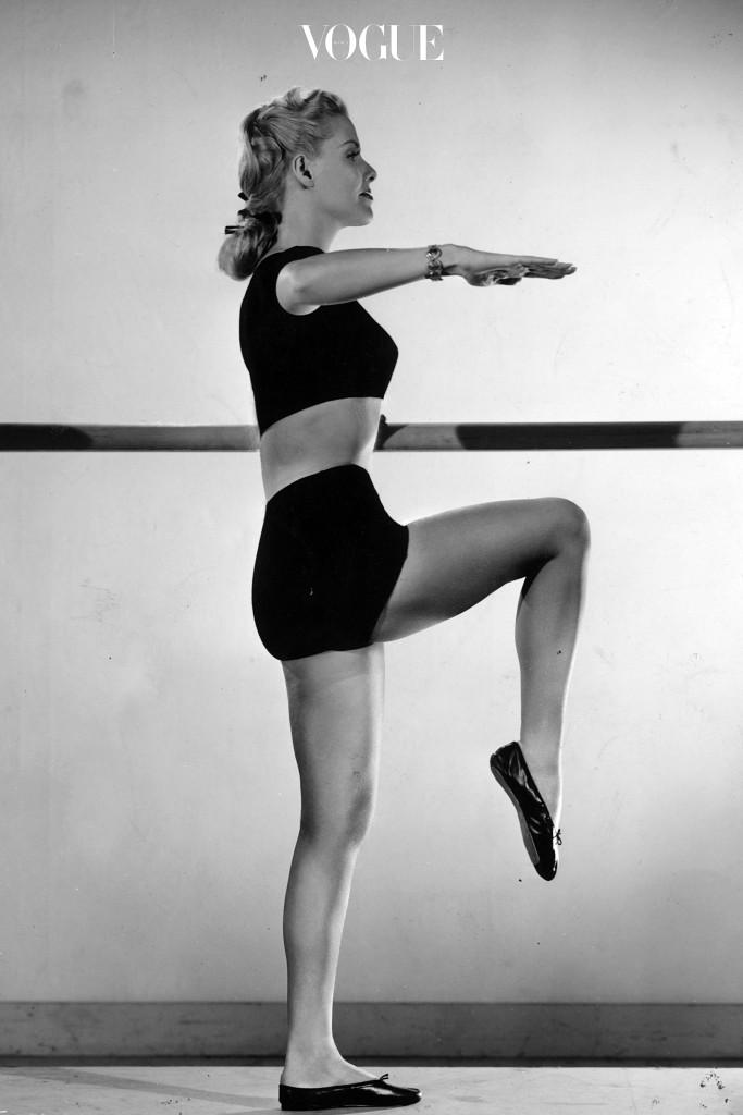 슬픈 사실은 배/엉덩이/허벅지가 근육을 만들기 가장 어려운 부위인 만큼 장기적으로 꾸준하게 해야 한다는 것.