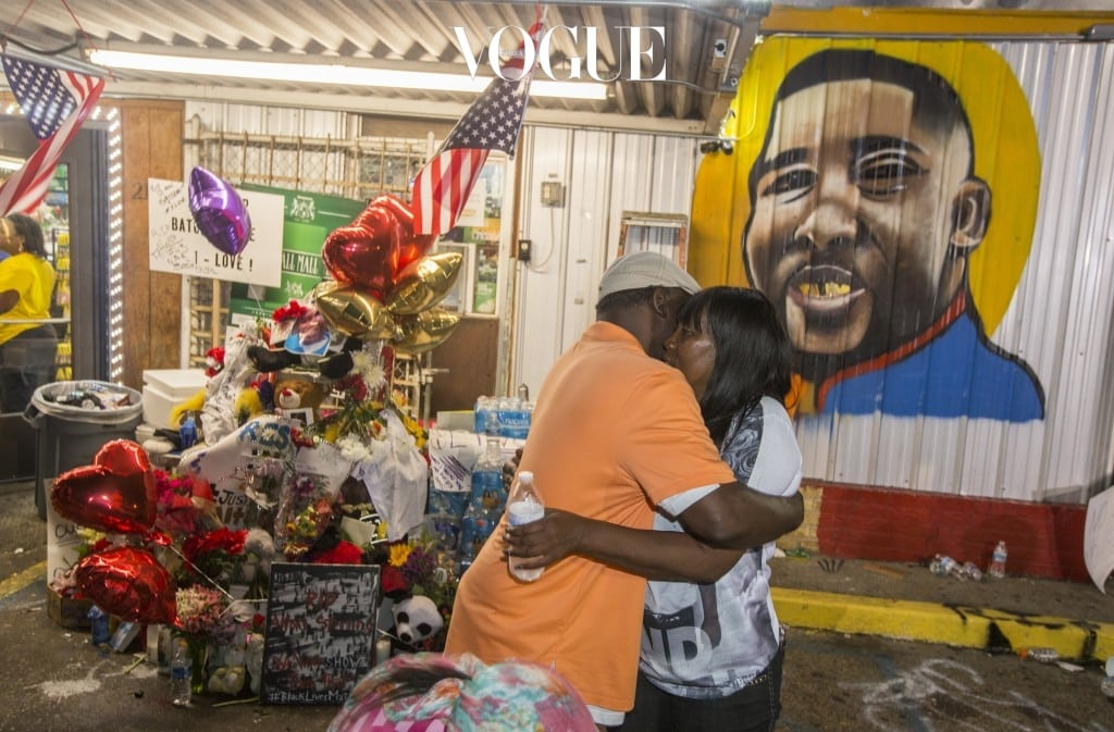 BATON ROUGE, LA -JULY 07: Sandra Sterling (R), Alton Sterling's aunt, visits his memorial at the Triple S Food Mart July 7, 2016 in Baton Rouge, Louisiana. Sterling was shot by a police officer in front of the Triple S Food Mart in Baton Rouge on July 5th, leading the Department of Justice to open a civil rights investigation. (Photo by Mark Wallheiser/Getty Images)
