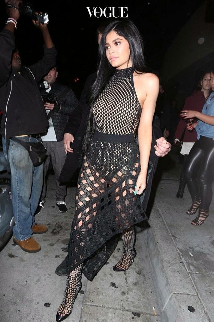 전신을 아예 싹 다 보여주는 스타일까지 그 강도는 실로 어마어마하죠. 카일리 제너 Kylie Jenner