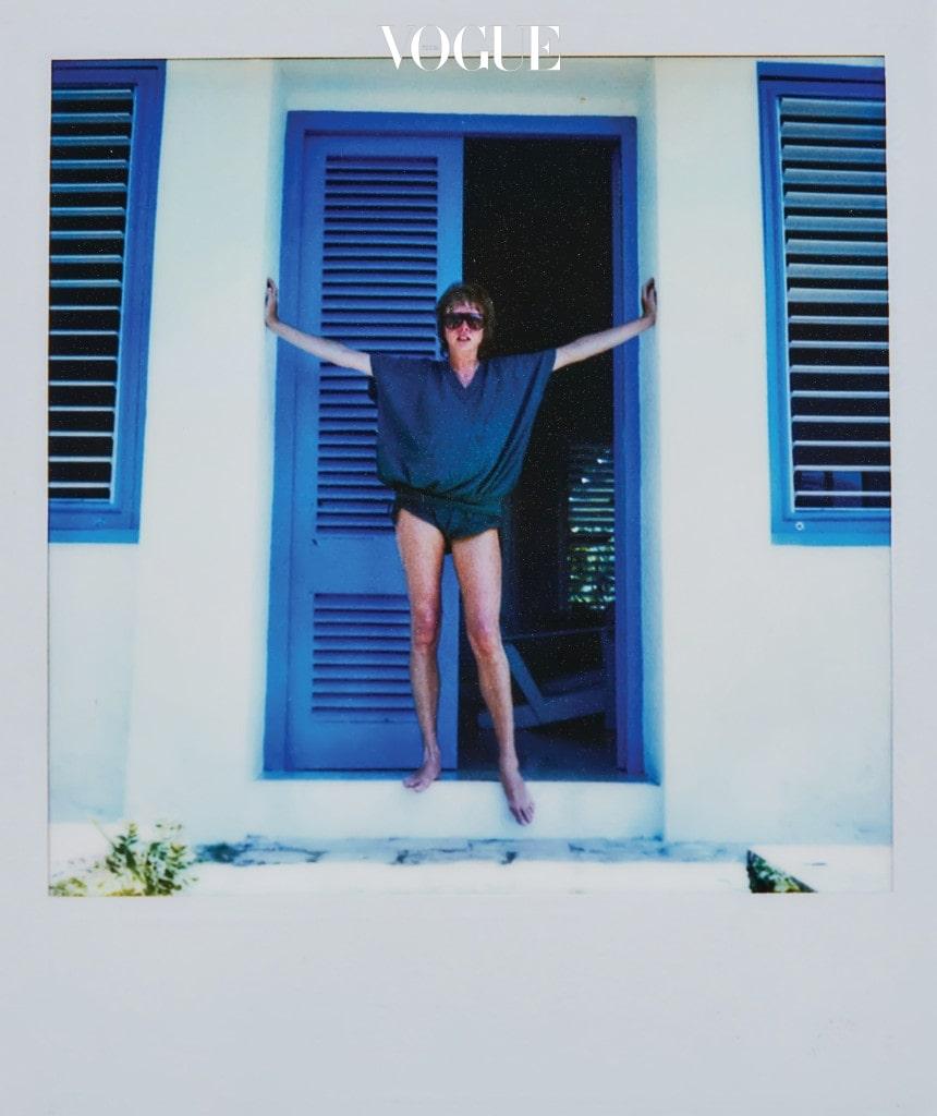 Pattie on Holiday in Jamaica. 이번에 처음 공개되는 폴라로이드 중 에만 독점으로 공개한다.