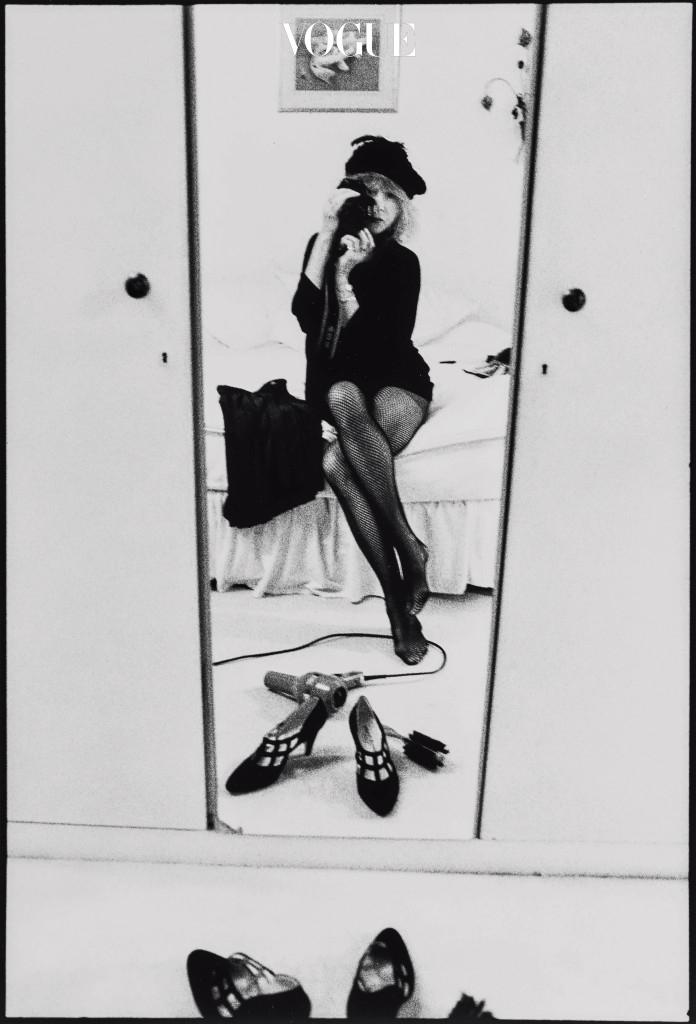 Self Portrait - Mirror(1997). 당시 53세가 넘은 패티 보이드의 모습.