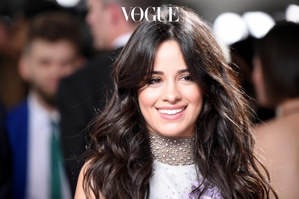 그녀의 이름은 카밀라 카베요(Camila Cabello), 풀네임은 Karla Camila Cabello Estrabao 입니다.