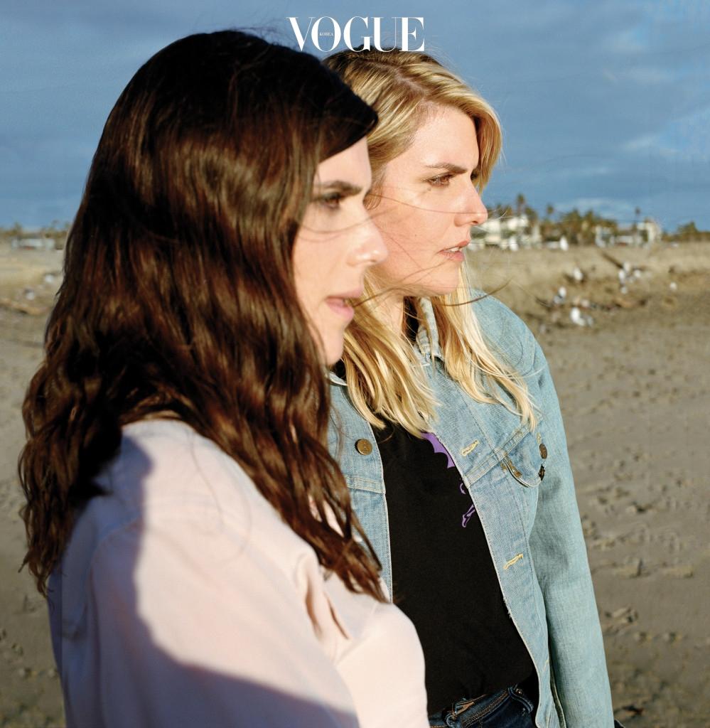 캘리포니아 헌팅턴 비치에서 촬영한 로라와 케이트 멀리비 자매.
