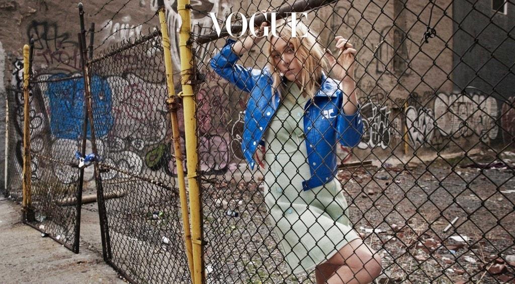 빈티지 재킷과 드레스는 모두 60년대 꾸레쥬 제품.