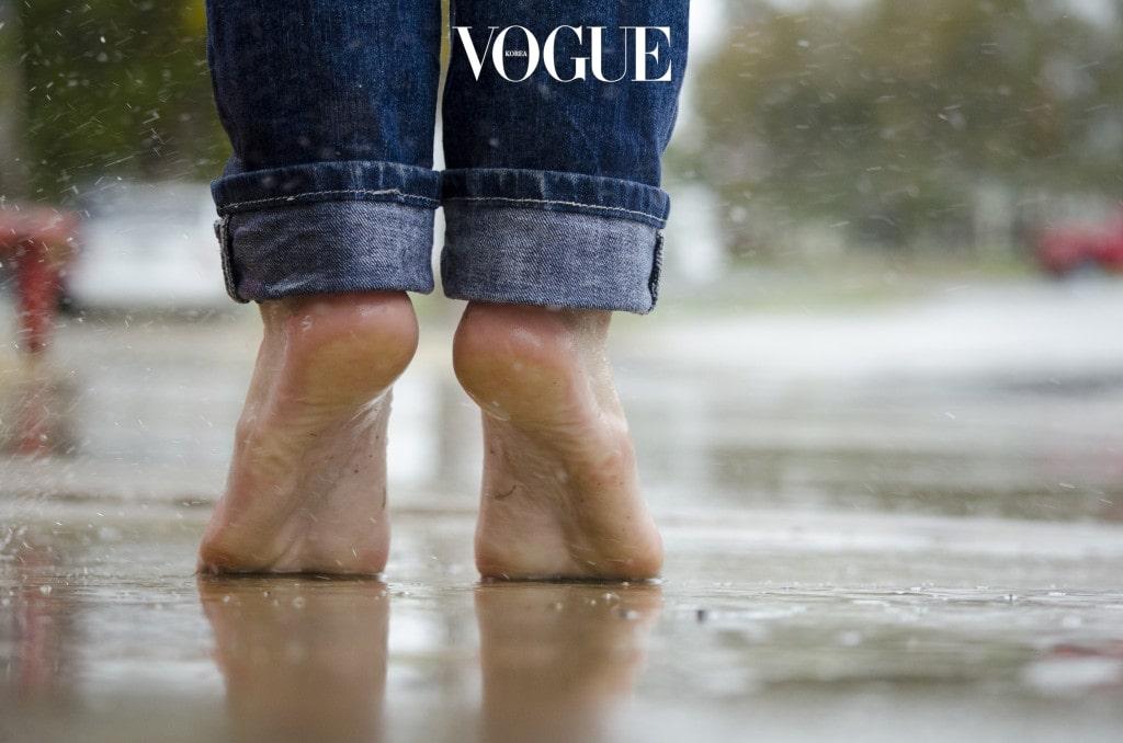 2. 몸을 따뜻하게 하는 것이 좋다 음양오행 혹은 동양의학적으로 보는 발바닥에서 발뒤꿈치 부분은 비장과 위장이 해당하는 곳입니다. 한마디로 비장과 위장에 탈이 나면 발뒤꿈치에도 신호가 오는 것이죠. 몸을 차게하는 것보다 따뜻하게 온도를 유지하면 비장과 위장도 따뜻해지고, 건조함도 줄어들게 됩니다.