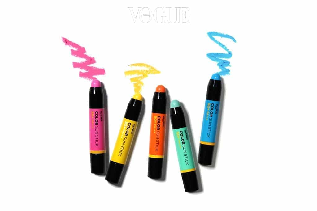 강력한 자외선 차단과 핑크, 오렌지, 옐로우, 민트, 블루 다섯 가지 선명한 컬러로 페스티벌 스타일링까지! 특히 이마, 광대뼈, 콧잔등 등 자외선에 노출되기 쉬운 하이존에 적극 활용하세요. 3g, 가격 6천원.