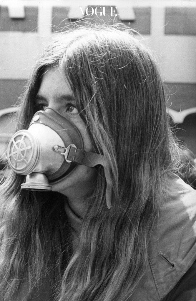 22nd April 1970:  A girl wearing a face mask to highlight the problems of air pollution during the Earth Day celebrations in New York.  (Photo by Keystone/Getty Images)