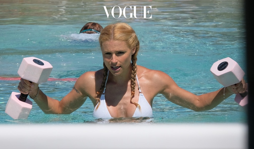 Michelle Hunziker does some  water aerobics with her daughter Aurora as they enjoy some water exercise. Pictured: Michelle Hunziker do water aerobics with her daughter Aurora Ref: SPL1321510  190716   Picture by: Splash News Splash News and Pictures Los Angeles:310-821-2666 New York:212-619-2666 London:870-934-2666 photodesk@splashnews.com
