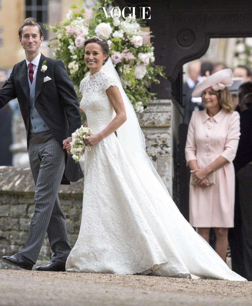 지난 5월 20일 해리왕자는 자신의 형수인 케이트 미들턴의 동생, 피파 미들턴의 결혼식에 메건과 함께 동행했습니다. 공식 약혼한 사이가 아닌데도 불구하고, 가족 행사에 참가한 것이 알려지면서 '결혼 임박설'에 무게가 실리고 있는 것이죠.  영국 텔레그래프지는 피파 미들턴이 결혼식 초대 손님을 '결혼 또는 약혼 관계가 아니면 동반할 수 없다'는 방침을 정했는데도 이 커플에게는 예외를 인정했다고 밝혔습니다.