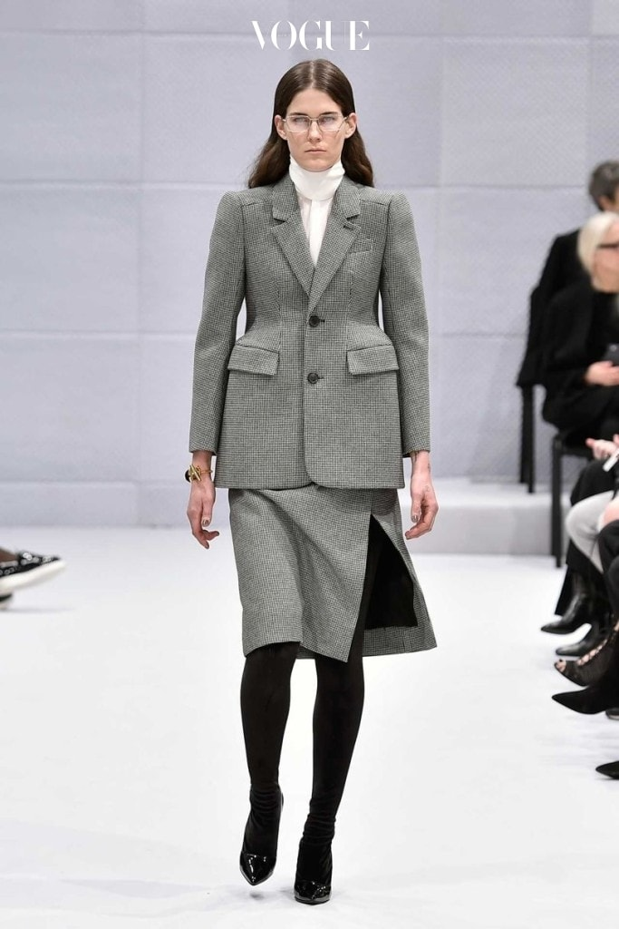 Skirt suit in wool and silk by Demna Gvasalia for Balenciaga, Paris, Autumn/Winter 2016, ready-to-wear, look 1