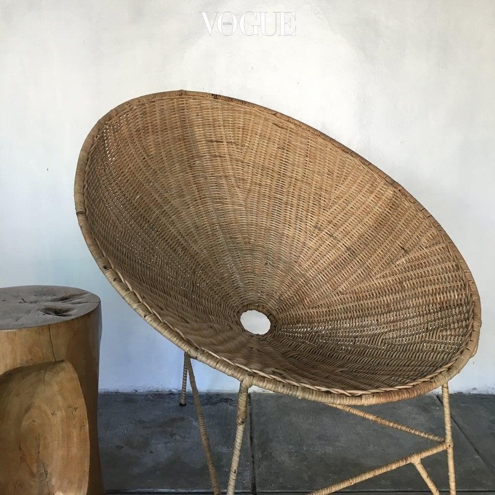 핸드메이드 라운드 라탄 의자는 원 스토어(www.wornstore.com.au)에서 판매.