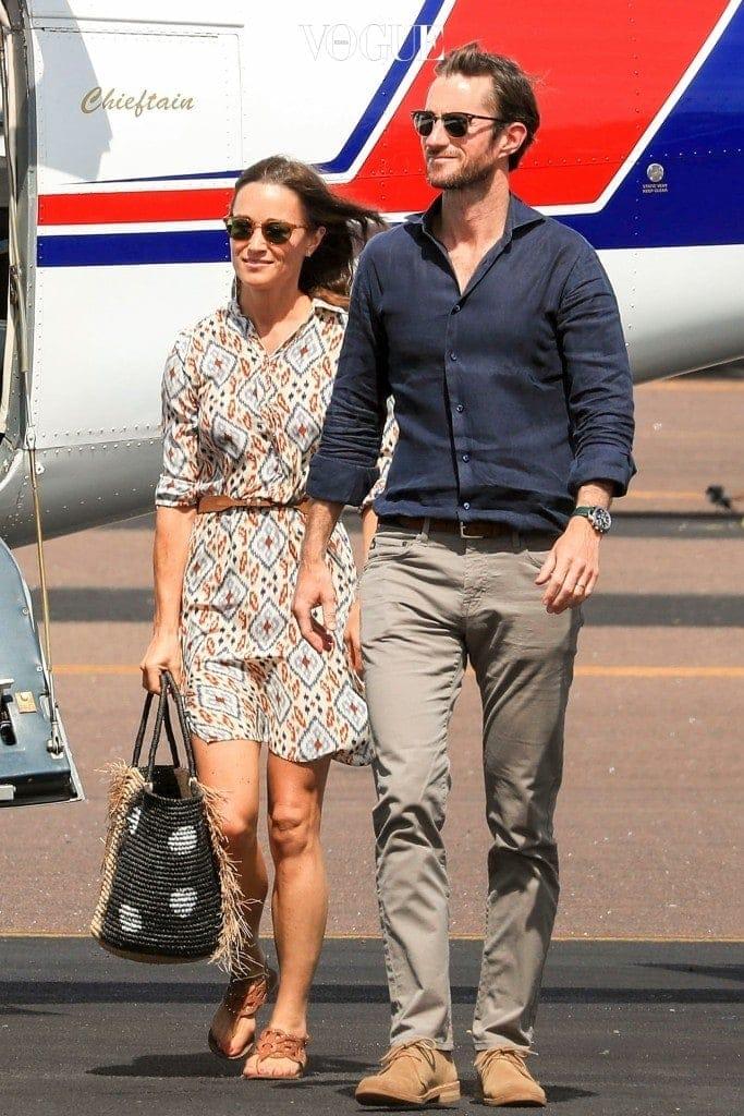 최근 미디어 1면에 실린 피파의 호주 신혼여행 사진부터 살펴볼게요.  잉카 패턴 드레스에 스트롤 소재 빅 백을 매치한 에스닉 스타일부터