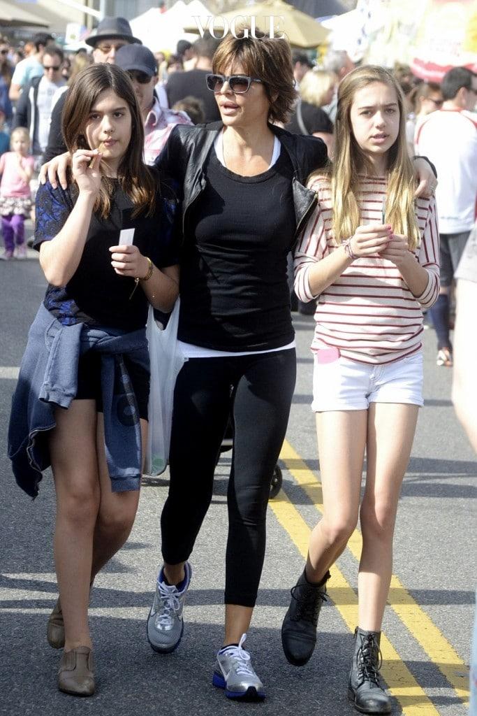 1998년생 딜라일라 벨과 2001년생 아멜리아 그레이는 머리색부터 생김새, 타고난 분위기까지 전혀 다른 소녀.