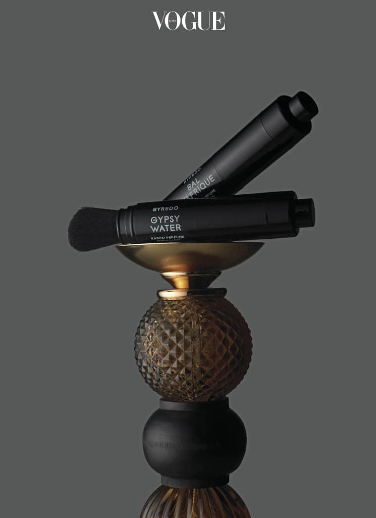 가부키 화장에 쓰이는 메이크업 브러시에서 영감을 받아 탄생한 바이레도 '가부키 퍼퓸'. 귀 뒤, 목과 쇄골을 포함한 전신에 사용 가능하다.