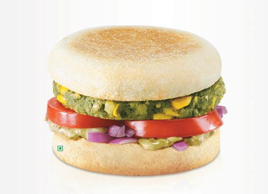 Veg McMuffin 출근 혹은 등교하기 전 먹기좋은 맥모닝 메뉴! 채식주의자들도 인도에선 맥모닝을 즐길 수 있답니다. 채소를 다져 넣은 패티에 부드러운 시금치가 추가되어, 건강하고도 맛있는 아침메뉴가 탄생했습니다.