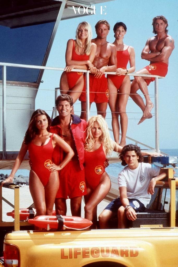 해수욕장의 미남 미녀 해양 안전 요원을 일컫는 '베이워치'들이 입었던 섹시한 그 이미지 그대로
