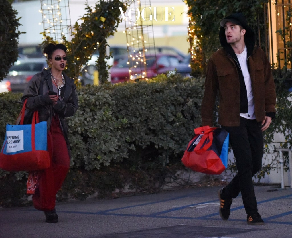 EXCLUSIVE: Robert Pattinson makes a rare public appearance with his long term girlfriend FKA Twigs, as the pair are spotted out Christmas shopping in Los Angeles, California. Pictured: FKA Twigs, Robert Pattinson Ref: SPL1402997  021216   EXCLUSIVE Picture by: M A N I K (NYC) / Splash News Splash News and Pictures Los Angeles:310-821-2666 New York:212-619-2666 London:870-934-2666 photodesk@splashnews.com