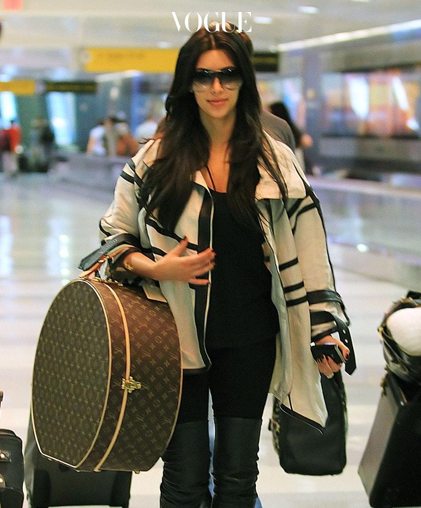Kim Kardashian, Kourtney Kardashian, Scott Disick and Mason Disick arrive at JFK airport in NYC. Pictured: Kim Kardashian Ref: SPL310138  290811   Picture by: Jackson Lee  Splash News and Pictures Los Angeles:310-821-2666 New York:212-619-2666 London:870-934-2666 photodesk@splashnews.com