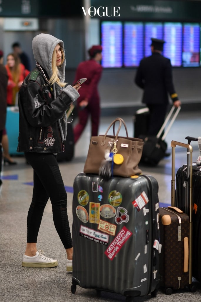 Chiara Ferragni is seen arriving at Malpensa Airport carrying luggage on December 02, 2016 in Milan, Italy. Pictured: Chiara Ferragni Ref: SPL1404103  031216   Picture by: Splash News Splash News and Pictures Los Angeles:310-821-2666 New York:212-619-2666 London:870-934-2666 photodesk@splashnews.com