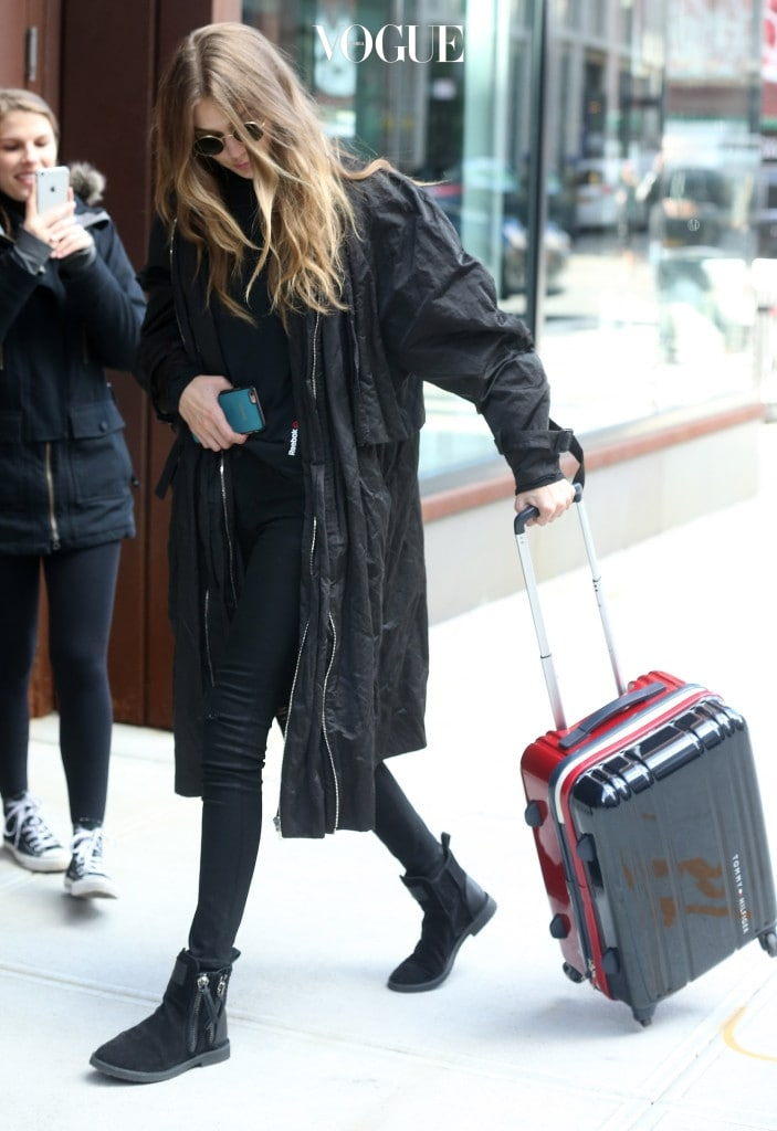 Gigi Hadid spotted out with her luggage in New York City. Pictured: Gigi Hadid Ref: SPL1381151  261016   Picture by: Splash News Splash News and Pictures Los Angeles:310-821-2666 New York:212-619-2666 London:870-934-2666 photodesk@splashnews.com