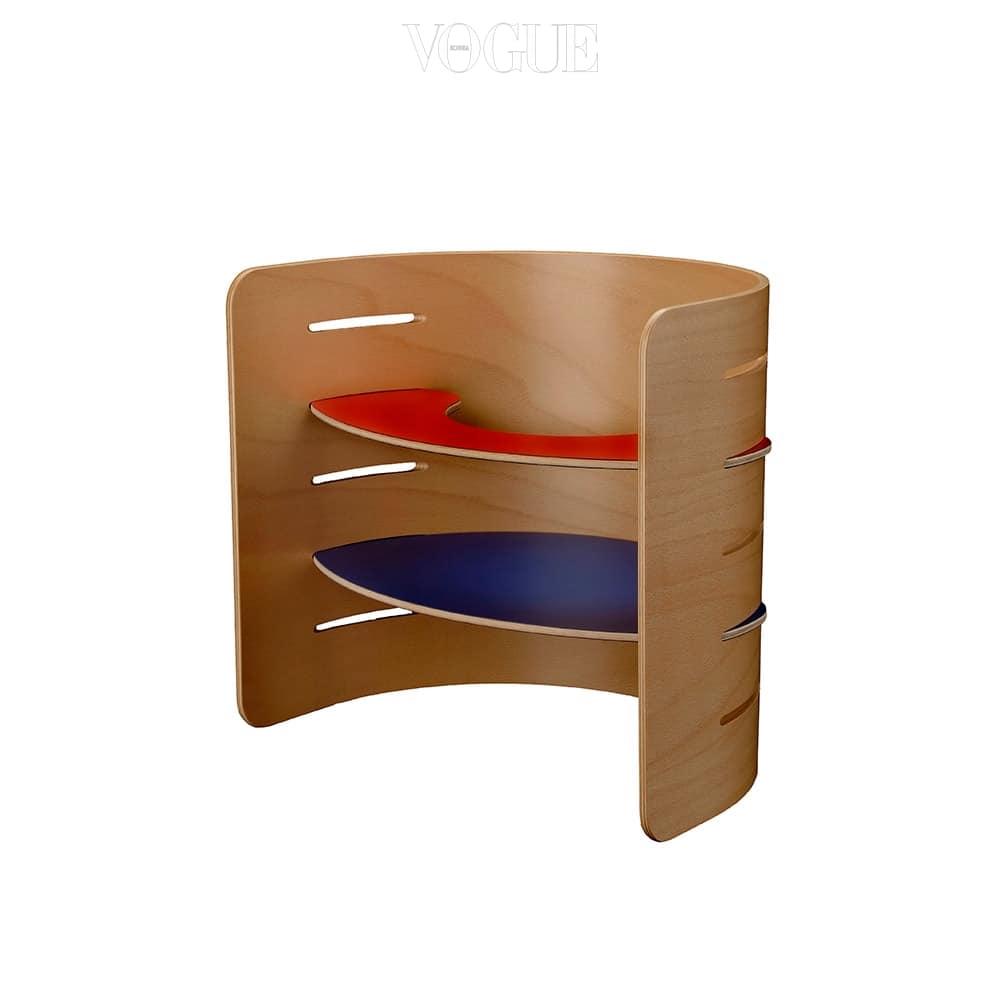 뾰족한 모서리 없이 하나의 나무로 연결된 반원 형태의 의자는 아키텍트메이드(Architectmade).