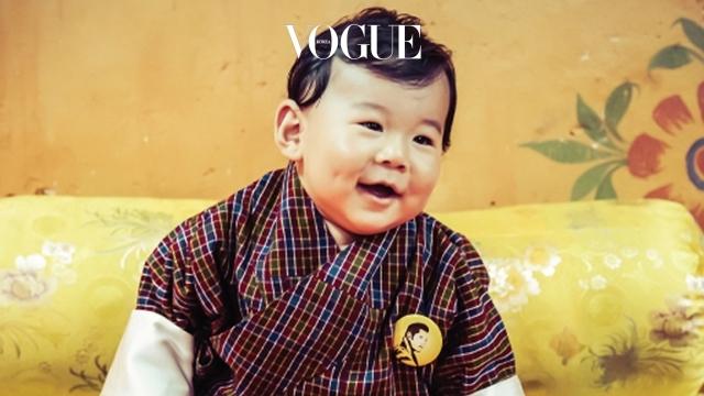 결혼한 지 5년 만에 왕국의 계승자인 왕자가 태어나자, 부탄은 온나라가 축제 분위기로 술렁였습니다.  국민들은 게쉐 왕자에게 특별한 선물을 준비했는데, 그것은 바로 10만 8천 그루의 나무!