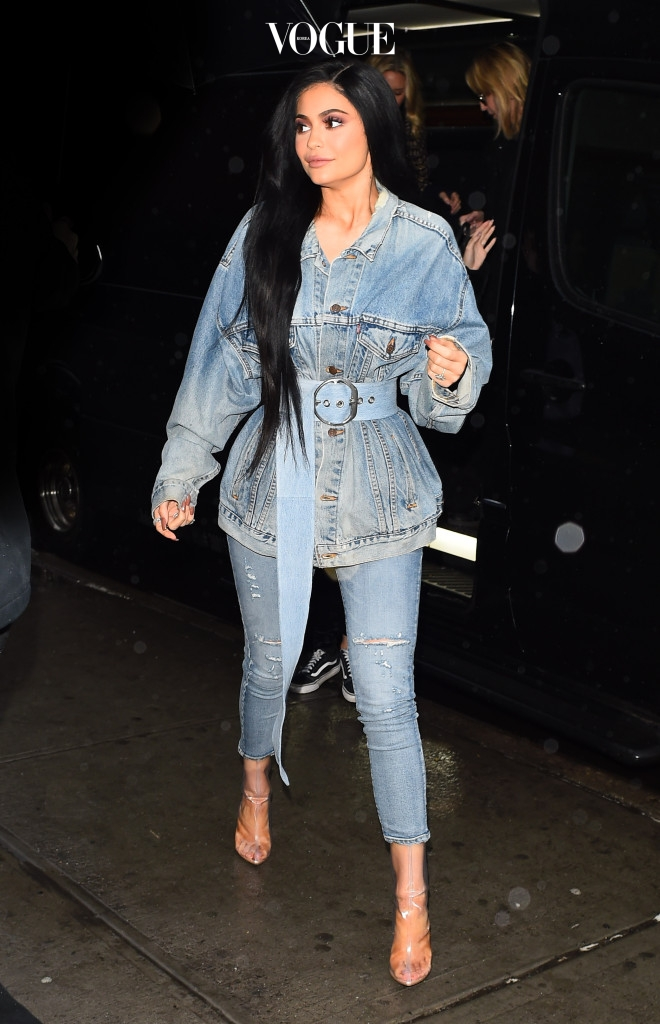 Kylie Jenner is out at a restaurant in New York Pictured: Kylie Jenner Ref: SPL1440995  120217   Picture by: Neil Warner / Splash News Splash News and Pictures Los Angeles:310-821-2666 New York:212-619-2666 London:870-934-2666 photodesk@splashnews.com