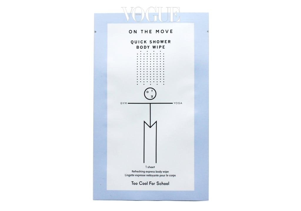 몸이 찝찝하고 끈적일 때 샤워를 대신 할 수 있도록 고안된 빅 사이즈 티슈에요. 땀과 노폐물은 말끔히 닦아주고 피부는 보송보송 파우더리하게 마무리해주죠. 장당 1천원.