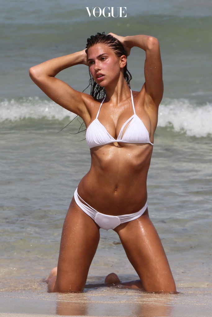Texan swimsuit model Kara del Toro displaying two different bikinis in Miami Beach Pictured: Kara Del Toro Ref: SPL1544376  240717   Picture by: Splash News Splash News and Pictures Los Angeles:310-821-2666 New York:212-619-2666 London: 870-934-2666 photodesk@splashnews.com