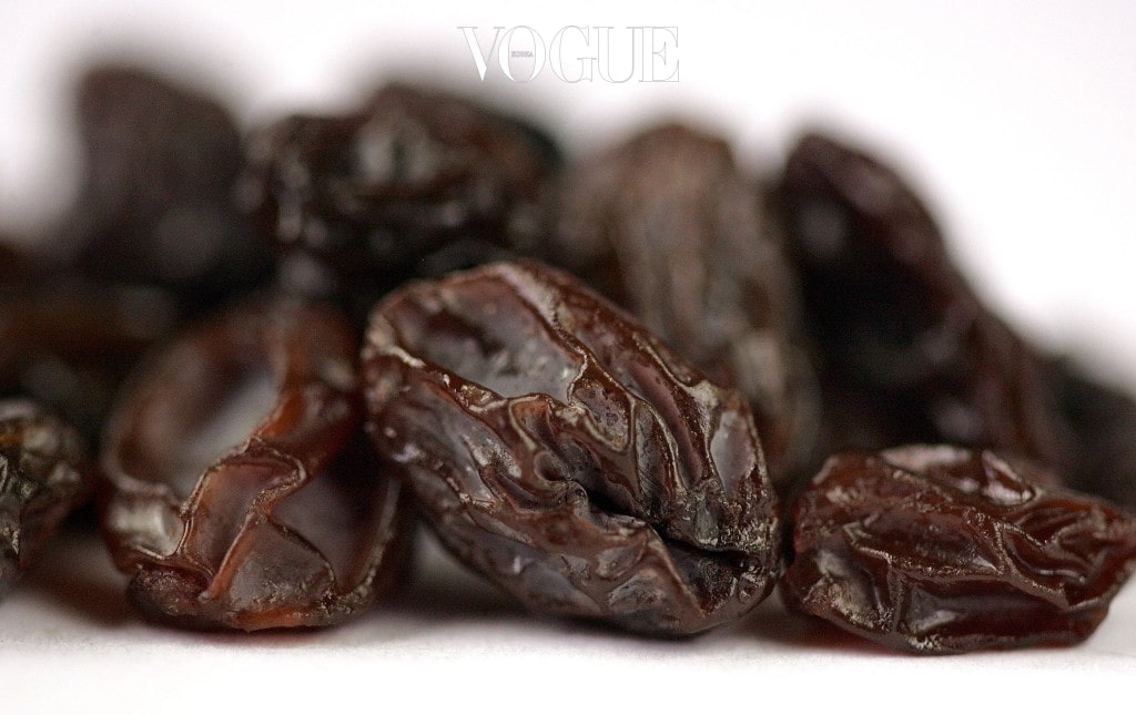 DES PLAINES, IL - JUNE 09: California seedless raisins are seen June 9, 2005 in Des Plaines, Illinois. In recent research, Christine D. Wu, a professor and associate dean for research at the University of Illinois at Chicago College of Dentistry, states that certain compounds found in raisins may be good for oral hygiene. (Photo Illustration by Tim Boyle/Getty Images)