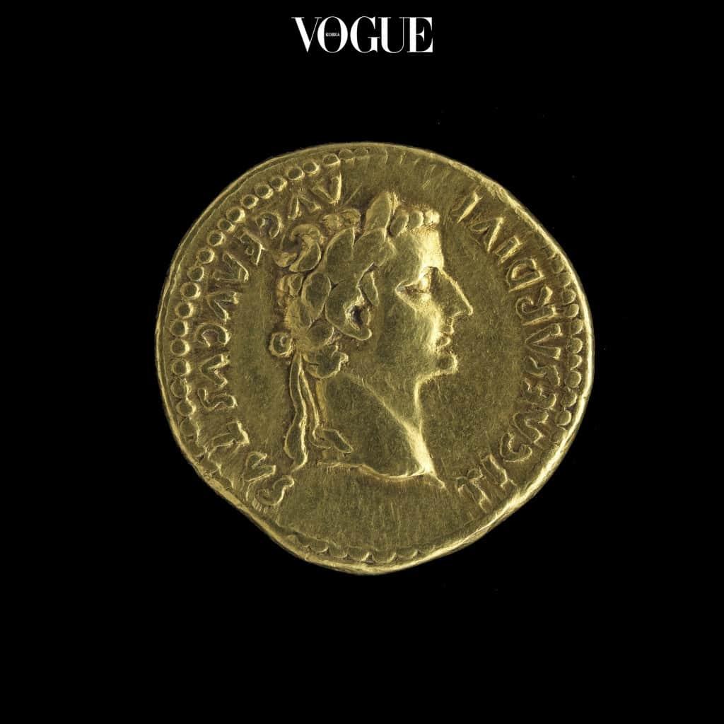 프랑스 동전과 닮은 모양으로 만들어진 코인 목걸이가 원조!