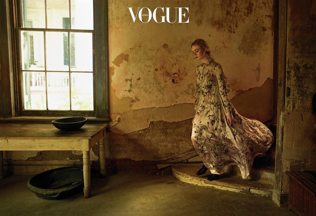 "HOT BLOODED 패닝은 늘 활기차지만 가끔 욱한다. 심지어 자기 입으로 사람들에게 이를 자랑한다. ""엄마랑 언니는 '뽐낼 만한 일이 아니야'라고 말하죠."" 드레스는 발렌티노 오뜨 꾸뛰르(Valentino Haute Couture)."