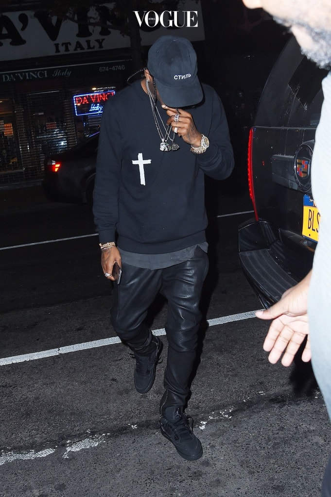 UK CLIENTS MUST CREDIT: AKM-GSI ONLY New York, NY - Rihanna and Travis Scott proved that things between them are well and truly on as they stepped out together in New York on Saturday night, first at Jay Z's nightclub 40/40 and then onto SONO Nightclub. Pictured: Travis Scott Ref: SPL1182732  211115   Picture by: AKM-GSI / Splash News