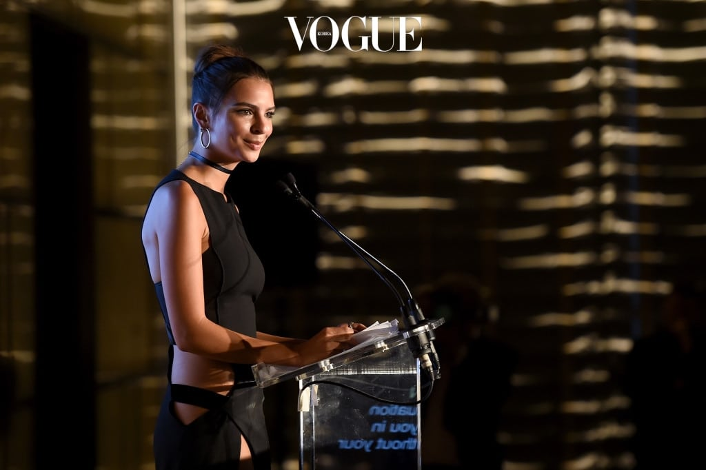 NEW YORK, NY - SEPTEMBER 08:  (EXCLUSIVE ACCESS, SPECIAL RATES APPLY) Model Emily Ratajkowski speaks at the The Daily Front Row's 4th Annual Fashion Media Awards at Park Hyatt New York on September 8, 2016 in New York City.  (Photo by Nicholas Hunt/Getty Images)