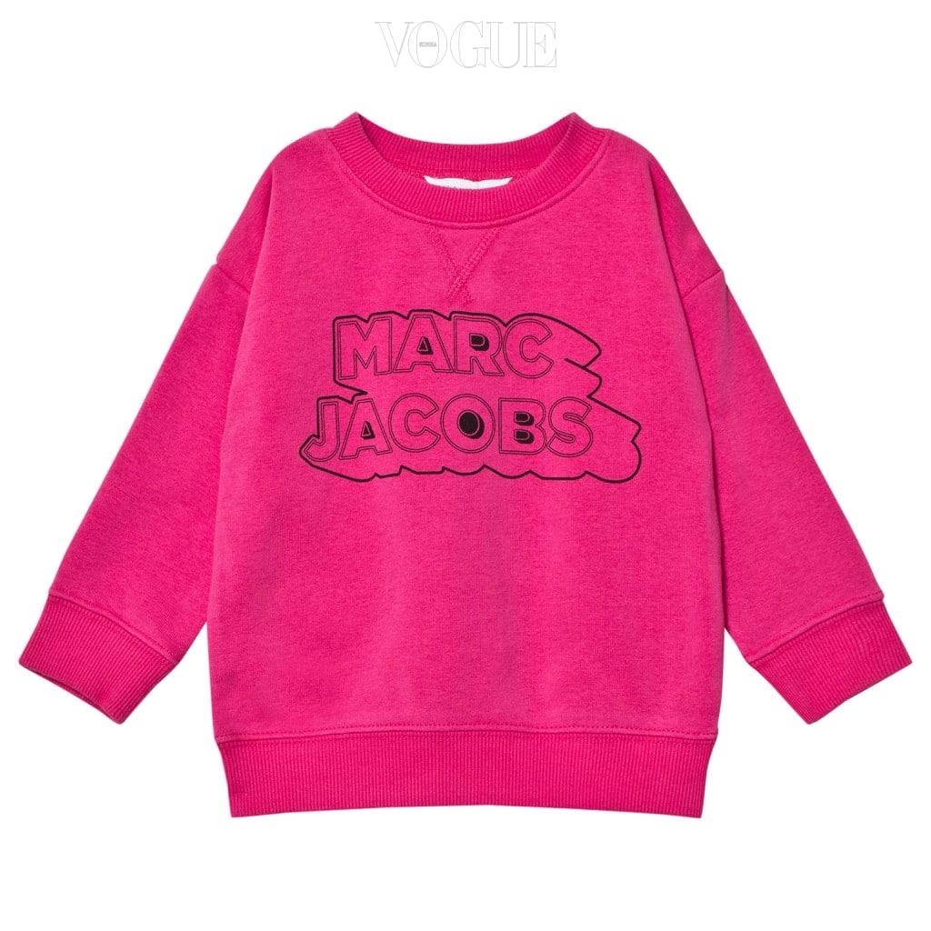 비비드한 핫 핑크 컬러로 된 스웨트 셔츠는 리틀 마크 제이콥스(Little Marc Jacobs).