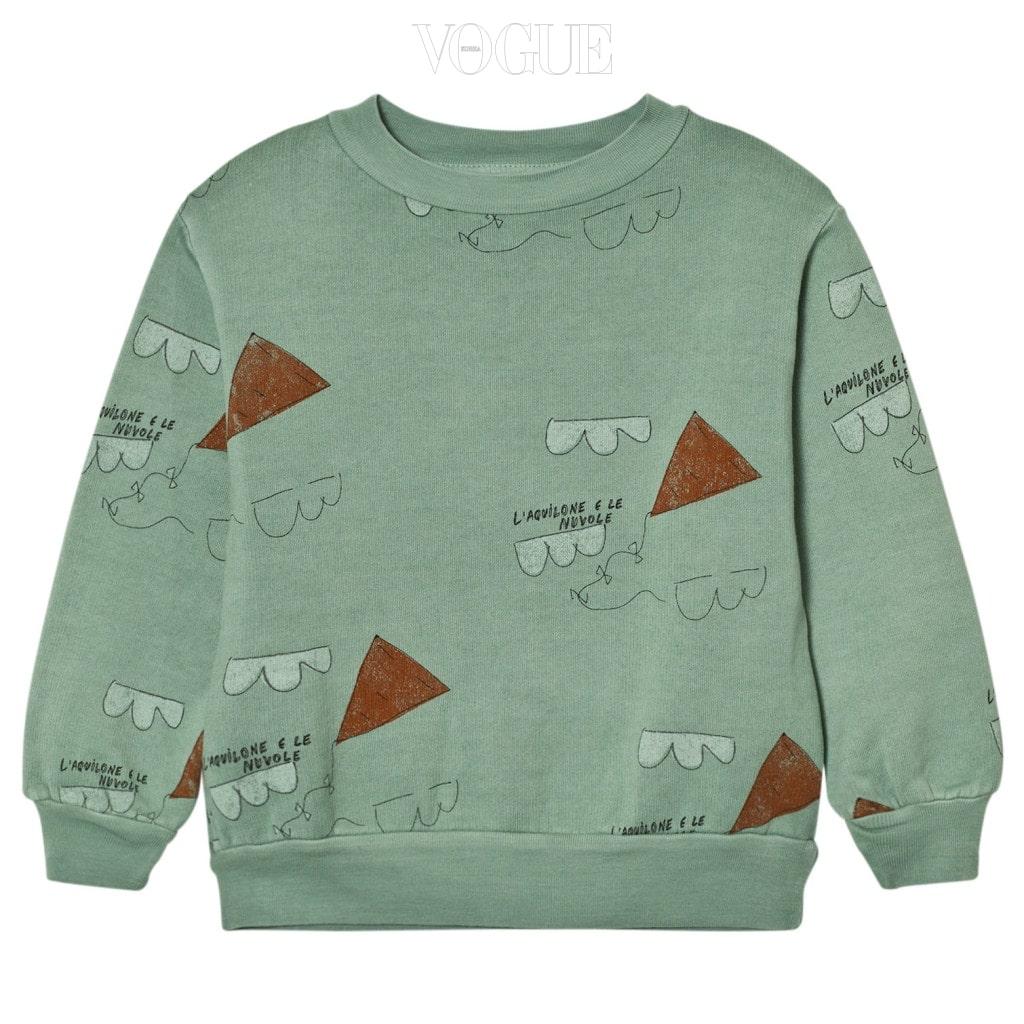톤 다운된 그린 컬러가 세련미를 더하는 스웨트 셔츠는 타오(The Animals Observatory).