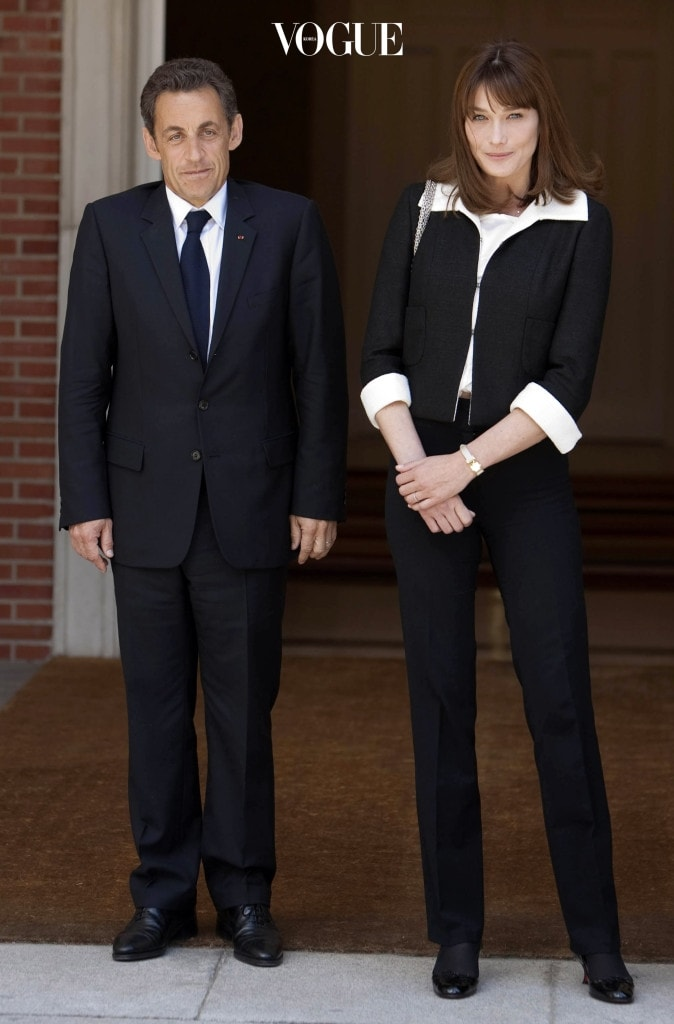 MADRID, SPAIN - APRIL 28:  French President Nicolas Sarkozy and Spain's Prime Minister Jose Luis Rodriguez Zapatero meet their wives Sonsoles Espinosa and Carla Bruni-Sarkozy at the Moncloa Palace on April 28, 2009 in Madrid.  (Photo by Eduardo Parra/Getty Images)