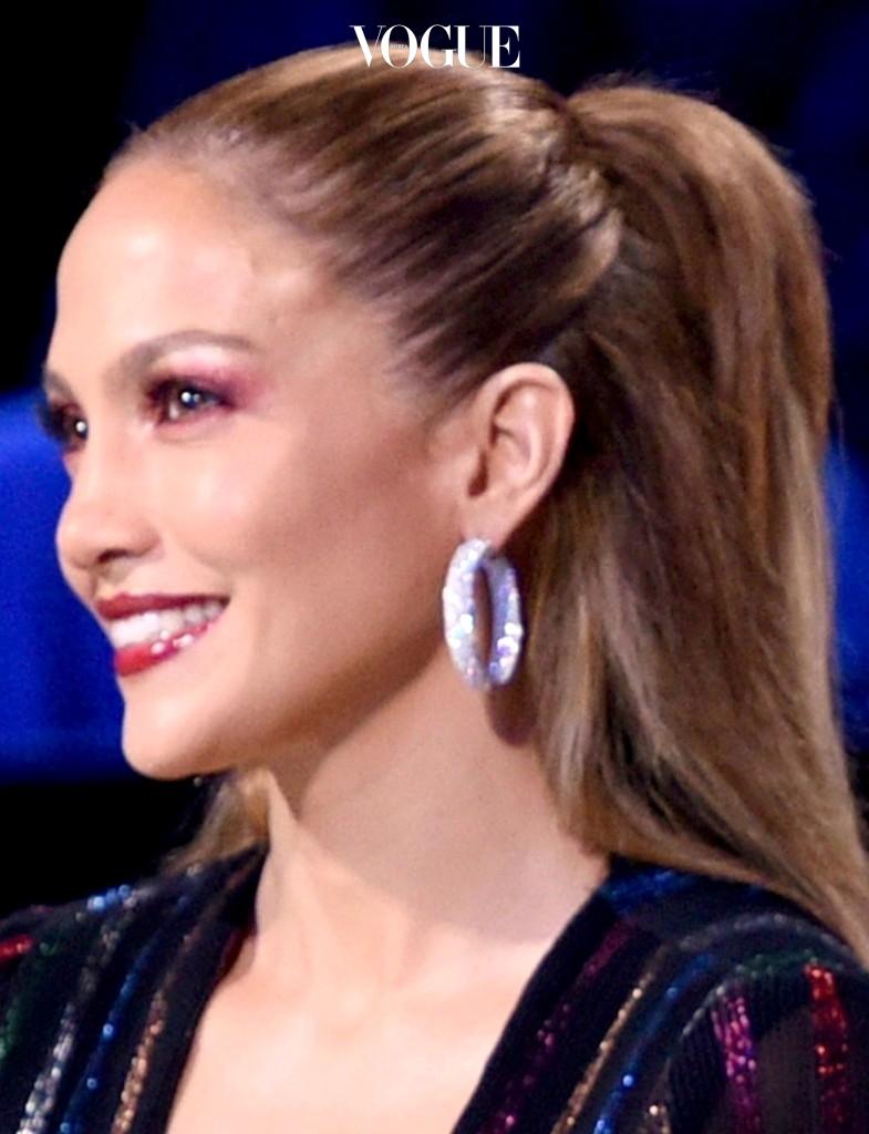 신비롭고 로맨틱한 이미지를 드리워줄 레드 아이 메이크업! Jennifer Lopez 제니퍼 로페즈