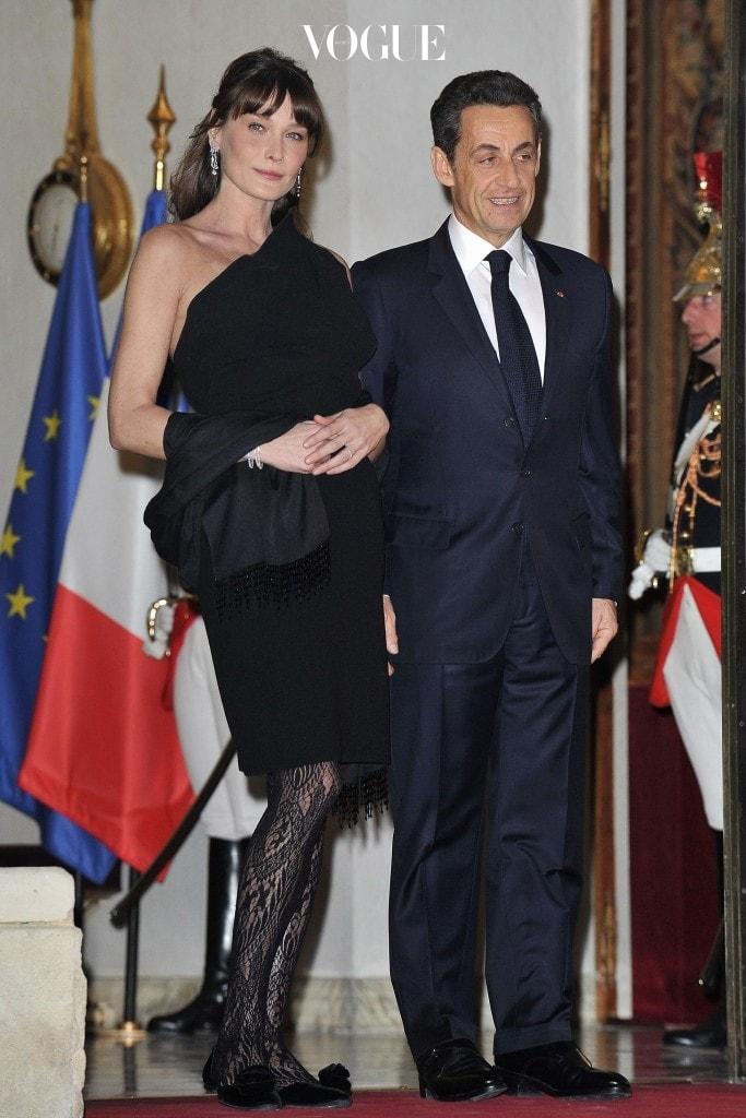제 23대 프랑스 대통령을 역임한 166cm의 니콜라 사르코지와 175cm 키를 지닌 그의 부인 카를라 브루니!
