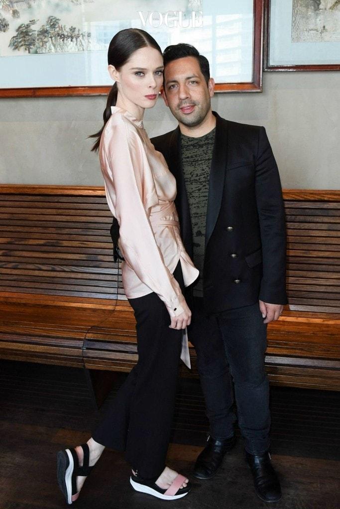 캐나다 출신 모델 코코 로샤 역시 본인 보다 6cm 작은 남자와 웨딩마치를 올렸죠.