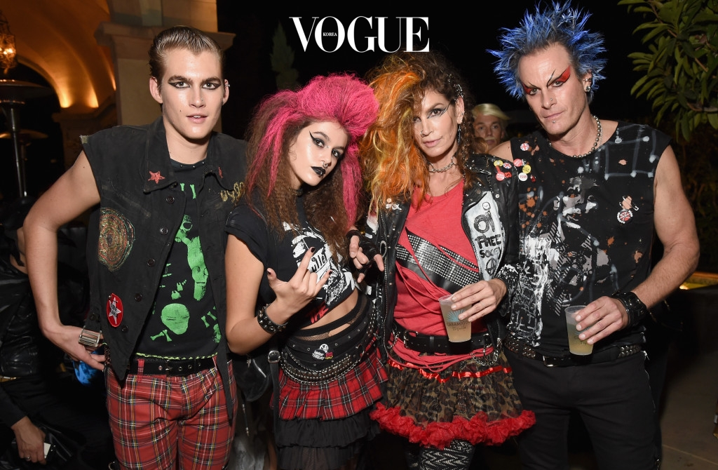 BEVERLY HILLS, CA - OCTOBER 28:  (L-R) Presley Walker Gerber, Kaia Jordan Gerber, model Cindy Crawford and Casamigos co-founder Rande Gerber attend the Casamigos Halloween Party at a private residence on October 28, 2016 in Beverly Hills, California.  (Photo by Michael Kovac/Getty Images for Casamigos Tequila)