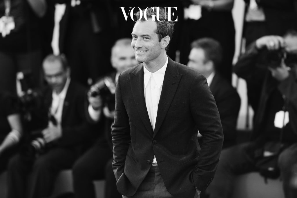 VENICE, ITALY - SEPTEMBER 03:  (EDITORS NOTE: This image has been converted in black and white)  Jude Law attends the premiere of 'The Young Pope' during the 73rd Venice Film Festival at on September 3, 2016 in Venice, Italy.  (Photo by Vittorio Zunino Celotto/Getty Images)