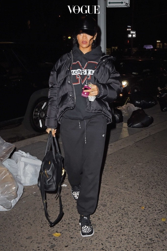 UK CLIENTS MUST CREDIT: AKM-GSI ONLY Singer Rihanna kept things unusually demure as she headed to a recording studio in SoHo, NY. The usually stylish start opted for warmth instead of fashion in black snow jacket, graphic hoodie sweater, black sweat pants, black baseball cap and sneakers. Pictured: Rihanna Ref: SPL899239  251114   Picture by: AKM-GSI / Splash News