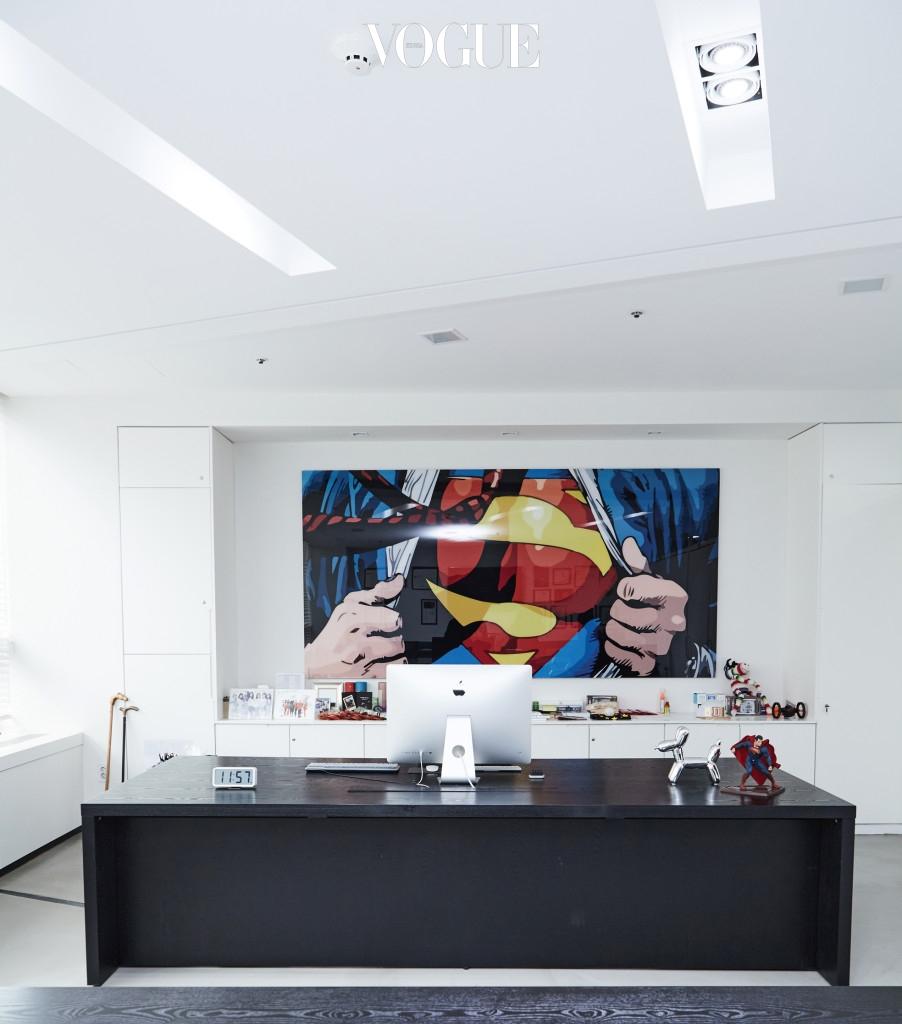 6층 오리콤 사무실 전경. 슈퍼맨 그림은 박서원이 직접 그린 것.