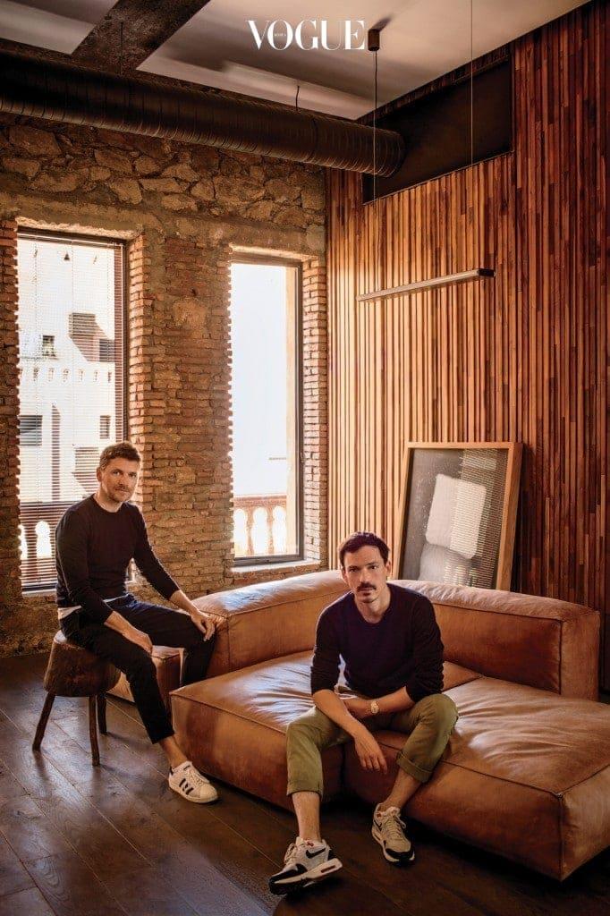 마라케시 사무실에서 만난 스튜디오 KO의 두 창립자, 칼 푸르니에(왼쪽)와 올리비에 마르티.